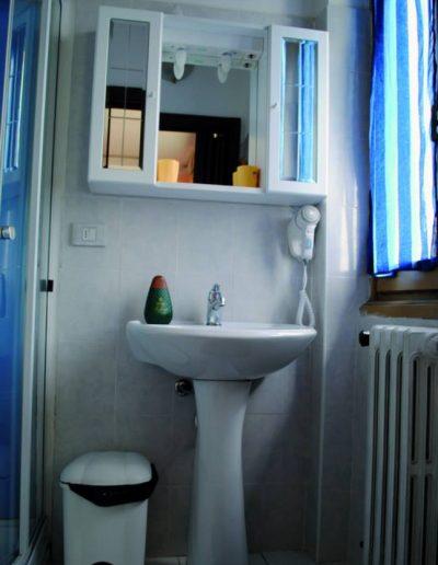 TRIPLE BATHROOM